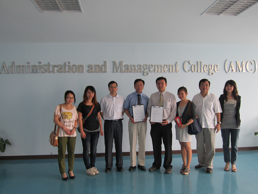 Exchange agricultural knowledge with university in China